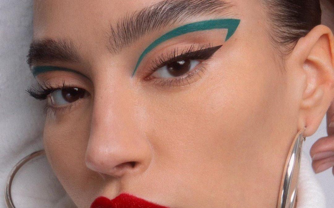 Floating Eyeliner, Trend Makeup Unik Terbaru
